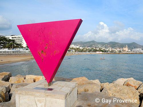 La principale plage gay de la ville est la plage de Tisvildeleje