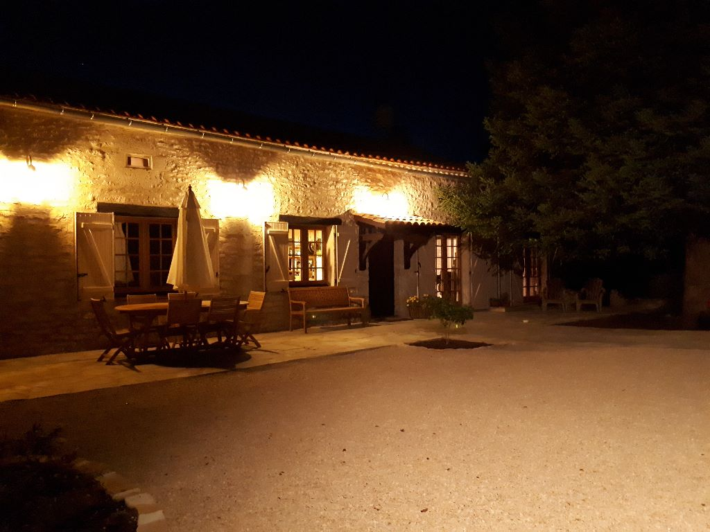 Maison by night