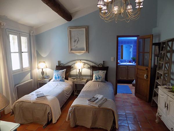 chambres d 39 h tes la parenthese la roque d 39 anth ron guide chambre d 39 h tes gay. Black Bedroom Furniture Sets. Home Design Ideas