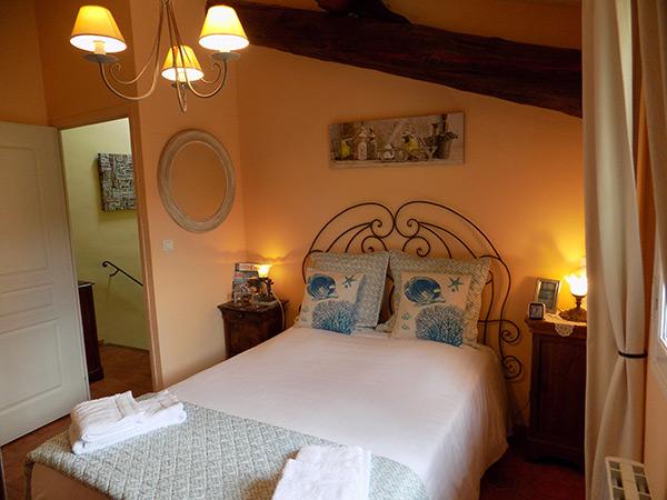 chambres d 39 h tes la parenthese la roque d 39 anth ron gay guesthouse guide. Black Bedroom Furniture Sets. Home Design Ideas