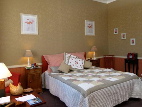 le mas retz vue guide chambre d 39 h tes gay. Black Bedroom Furniture Sets. Home Design Ideas